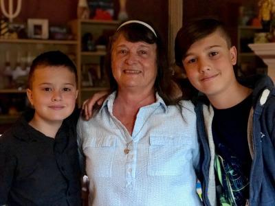 Max, Mom, Leo